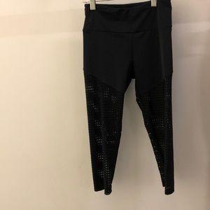 Onzie black perforated crop legging, sz xs, 68046